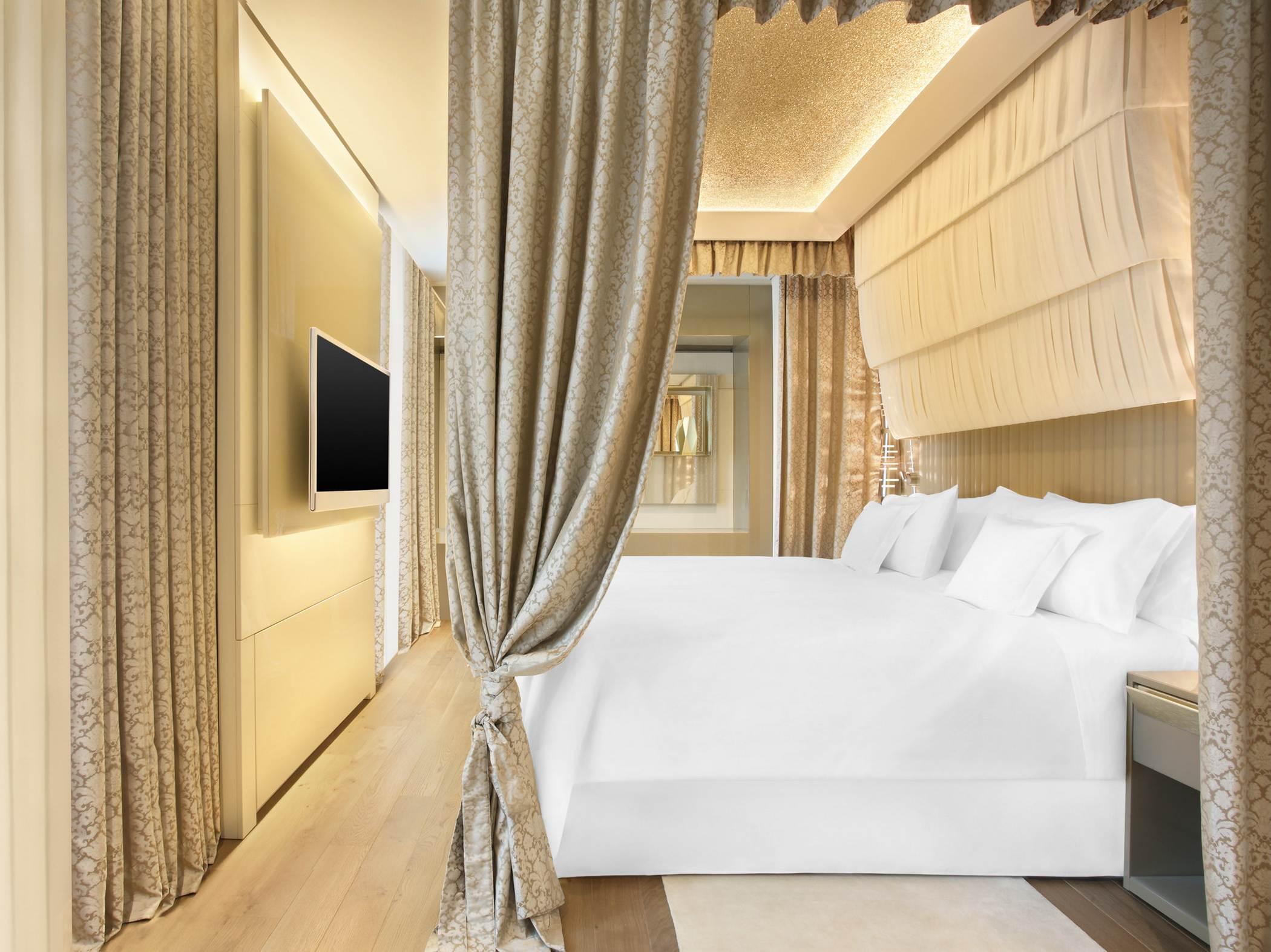 excelsior-hotel-gallia-gallia-suite-bed-room