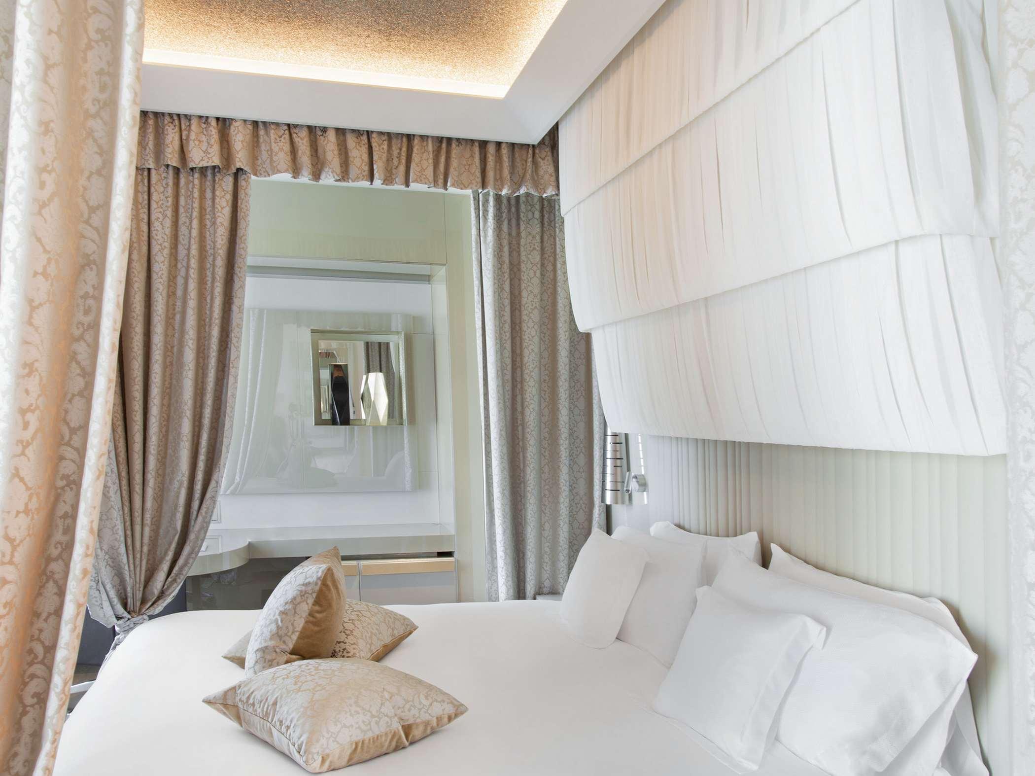 excelsior-hotel-gallia-gallia-suite-bed