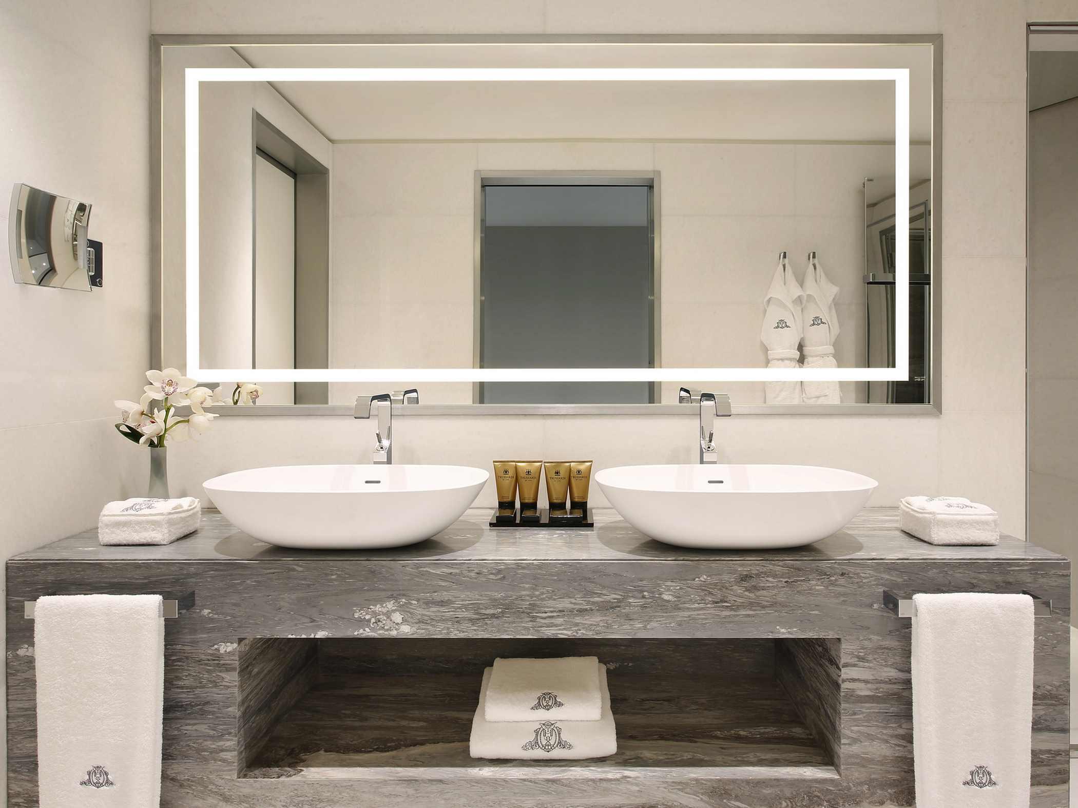 excelsior-hotel-gallia-katara-suite-kids-room-bathroom